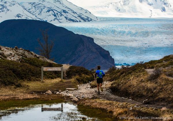 Race leader Moises Jimenex approaches the glacier. Photo Graciela Zanitti | iloverunn.com.ar